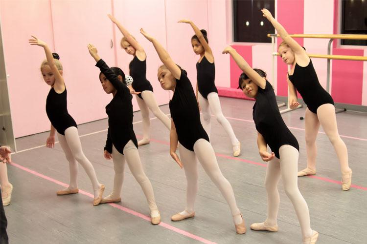 portfolio-dancers-stretching